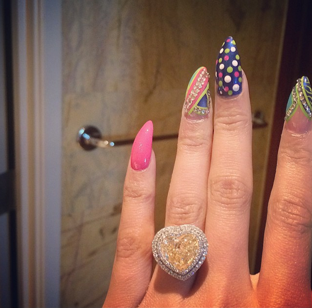 nickiminaj_engagement_ring_instagram